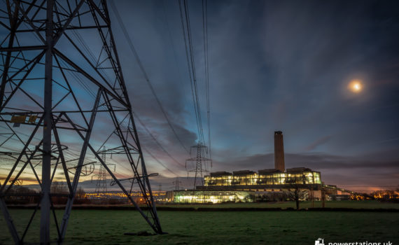 Pylon in front of the closed Longannet Power Station